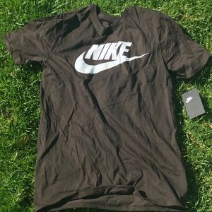 Nike T Shirt // BRAND NEW W TAGS